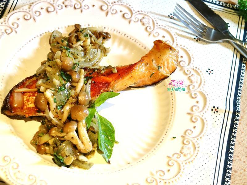 羅勒鹽鮭佐菇菇青醬