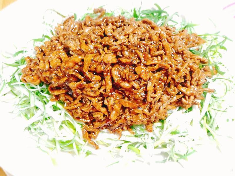 京醬肉絲配荷葉餅