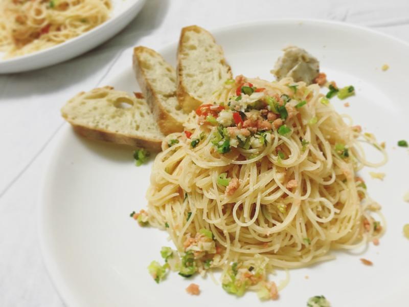 松葉魚卵鮭魚鬆拌炒蒜香天使髮絲麵
