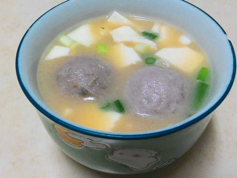 十分鐘湯品~味噌貢丸湯