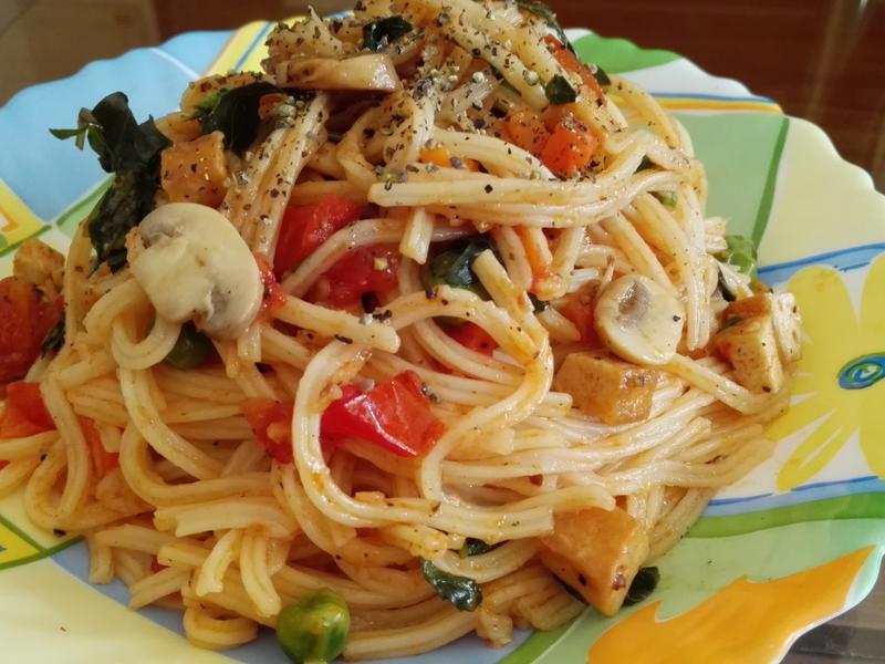 素食蕃茄蘑菇炒麵