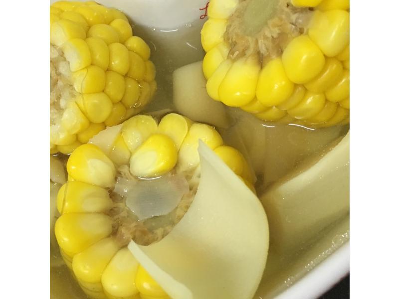 電鍋料理:綠竹筍玉米湯