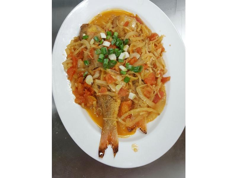 蕃茄煮金線鰱魚