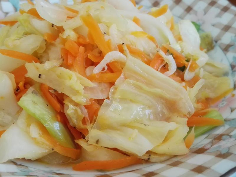 紅蘿蔔蝦皮炒高麗菜
