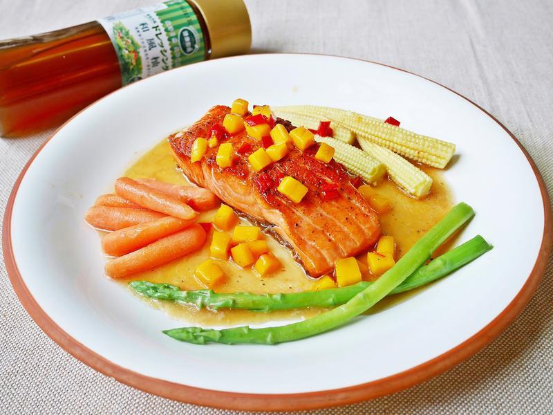 香煎鮭魚排佐辣味柚子芒果醬【健康廚房】