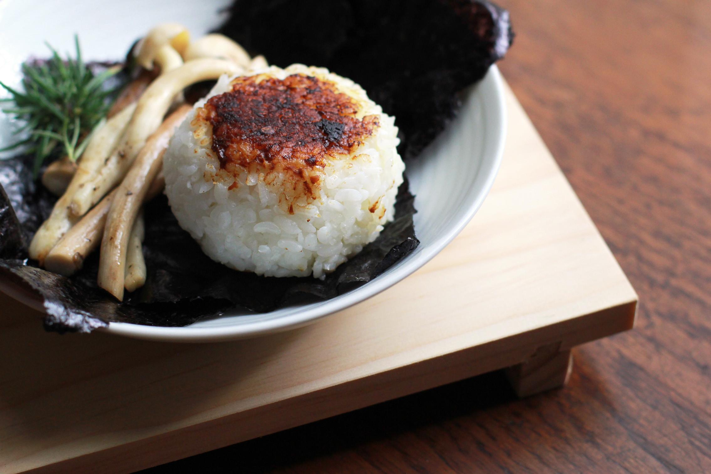 菇菇魚紅飯糰.豐年農場