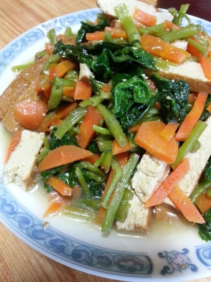 山芹菜炒豆干~~~^-^(素食)