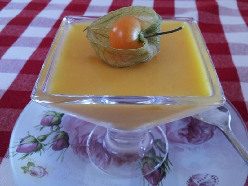 用新鲜芒果做芒果牛奶布丁