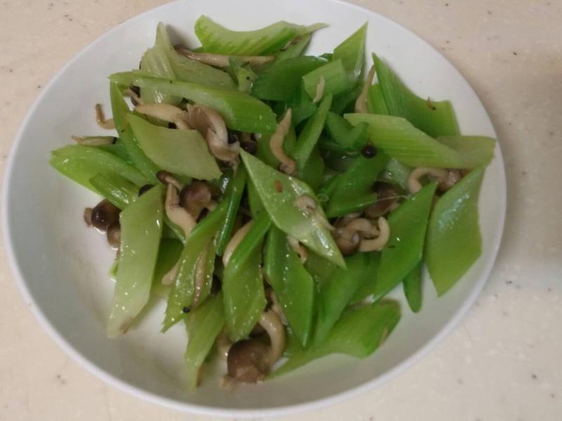 西洋芹炒菇(素)