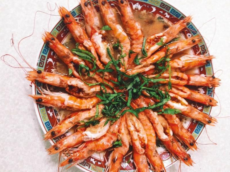 簡單。蒜泥蒸蝦