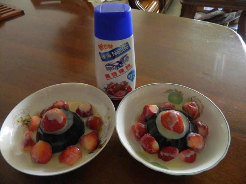 《草莓就愛鷹牌煉奶》就愛煉乳草莓茶凍