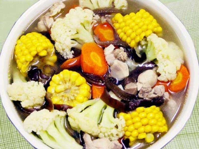 【厚生廚房】白花椰燉雞肉湯