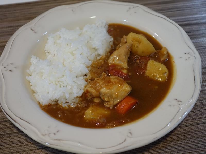 番茄咖哩雞肉。日式咖哩塊的變化版!