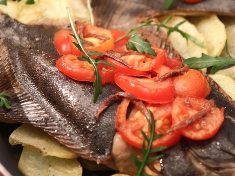 番茄鯷魚烤比目魚+烤馬鈴薯片