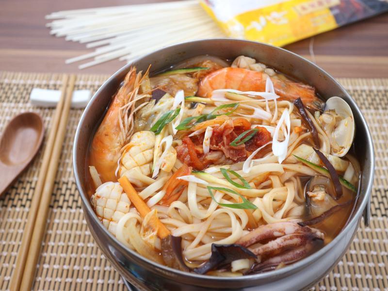 鍋燒泡菜海鮮麵【五木麵大師】