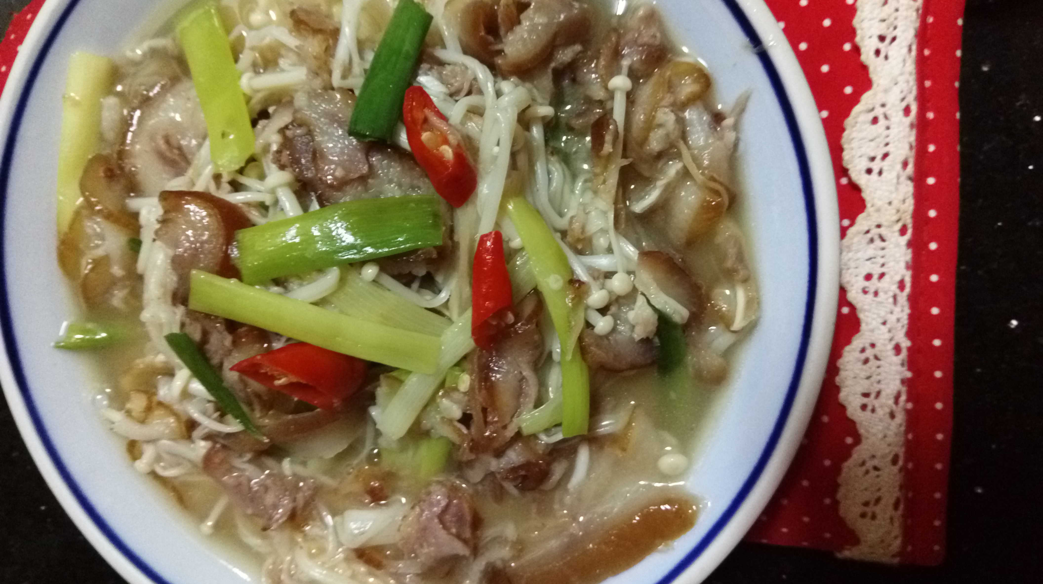 美味下酒菜~豬耳朵炒金針菇