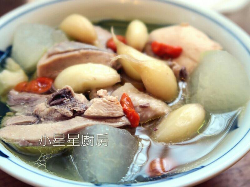 鑄鐵鍋蒜頭冬瓜雞湯