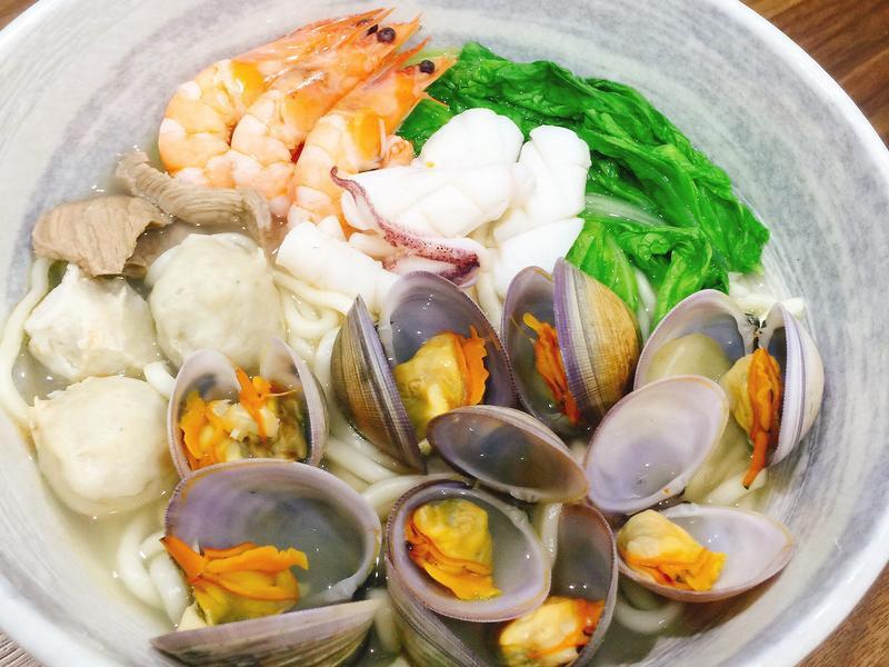 營養滿滿海鮮湯麵