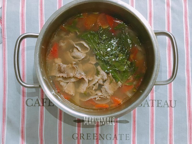 宅美味:超簡易X越式酸辣牛肉湯