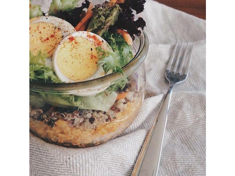 咖哩冷麵佐藜麥生菜沙拉