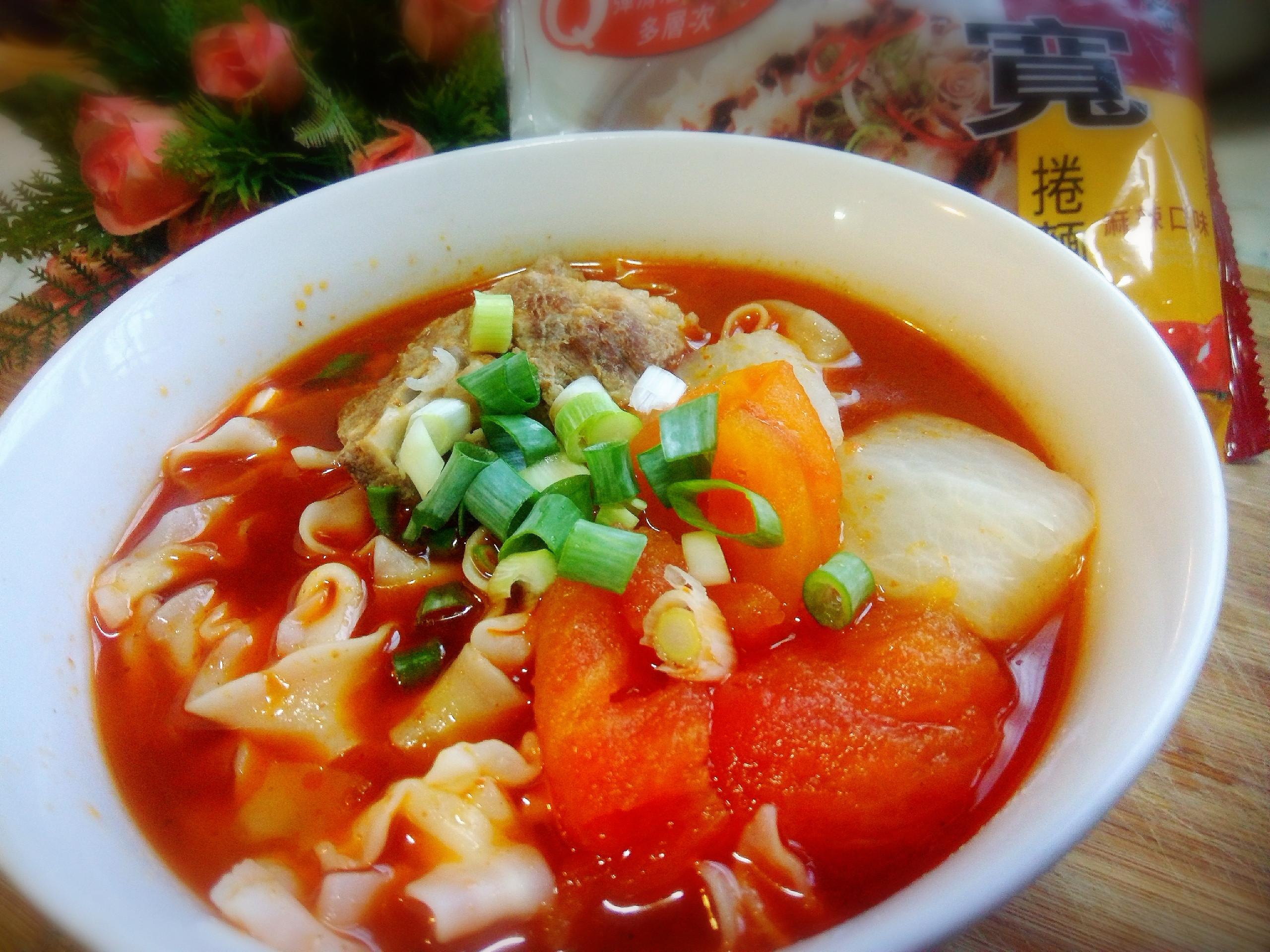 麻辣蕃茄排骨寬捲麵-五木拉麵
