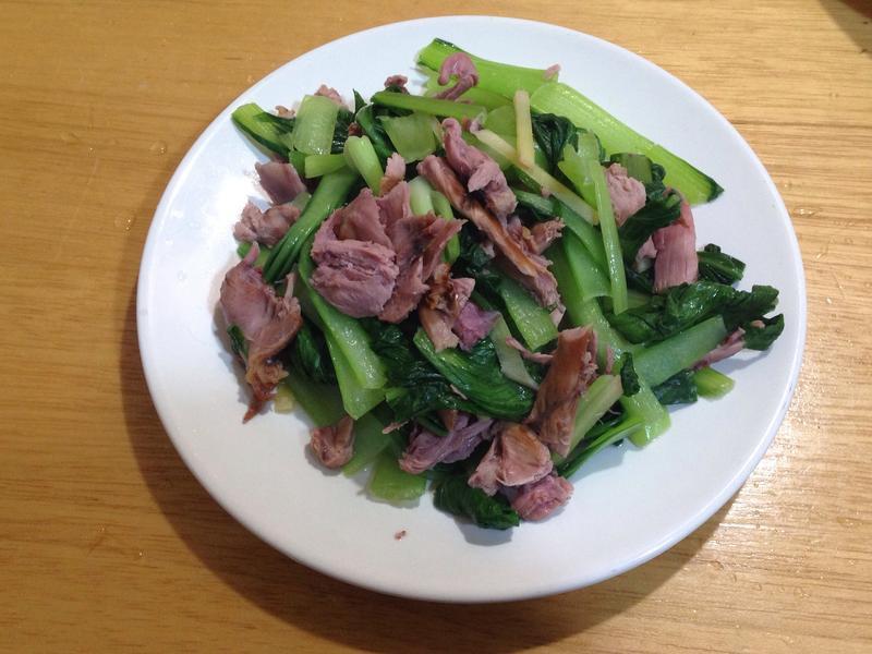 青江菜炒燻茶鴨