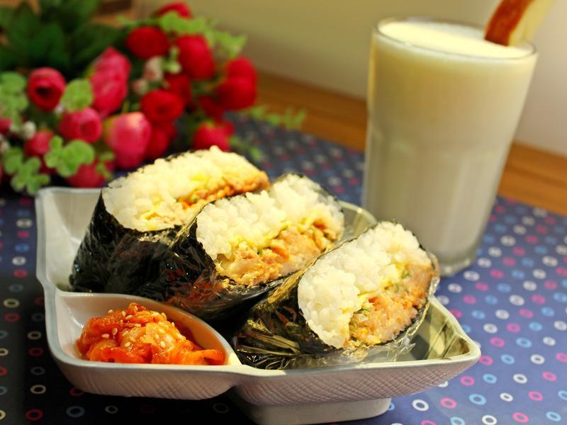 鮪魚泡菜飯糰