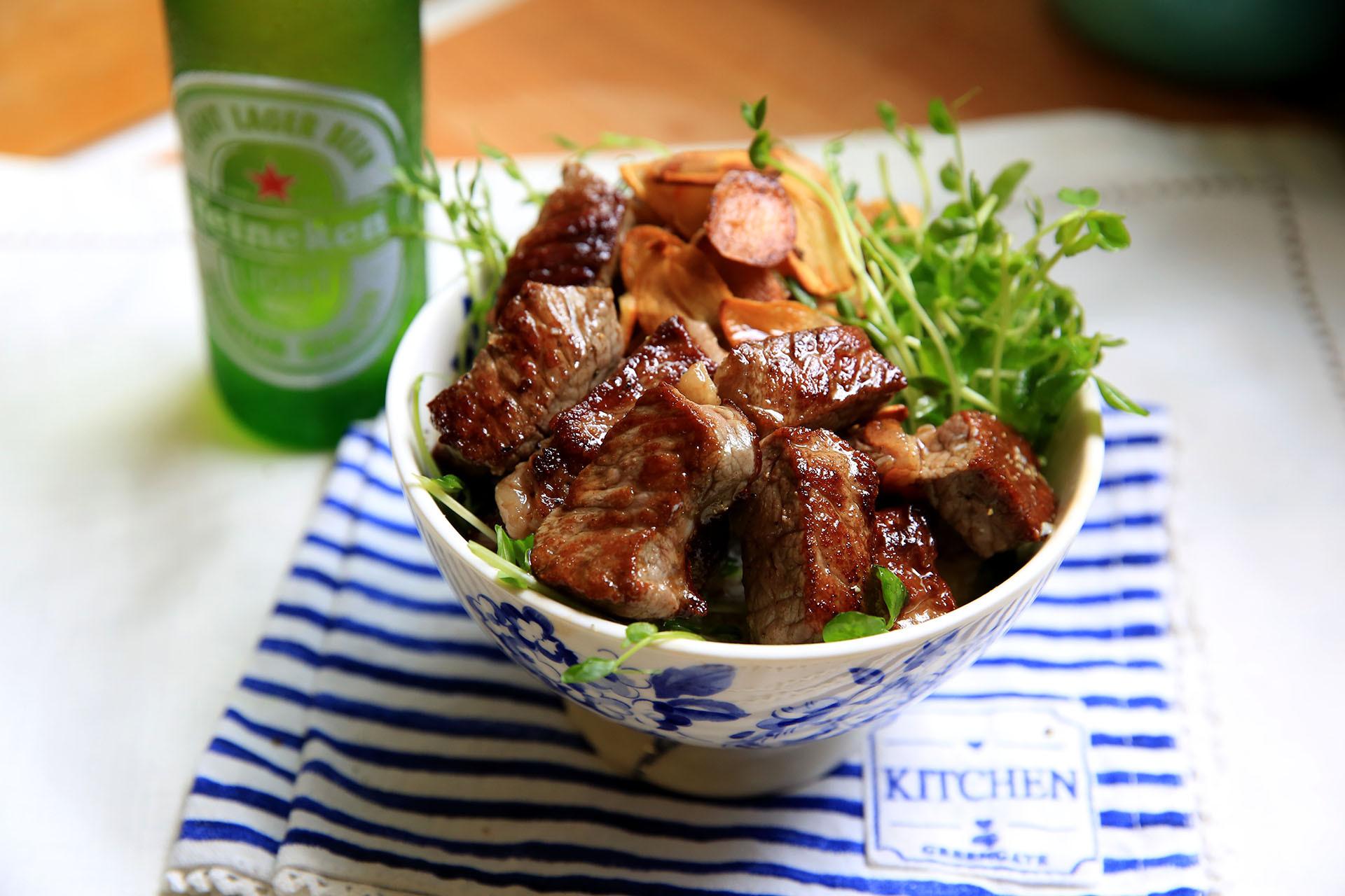 日式牛排丼飯