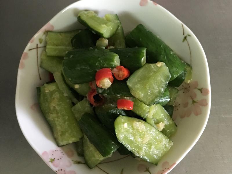 (沒有蒜頭)鹹的涼拌小黃瓜