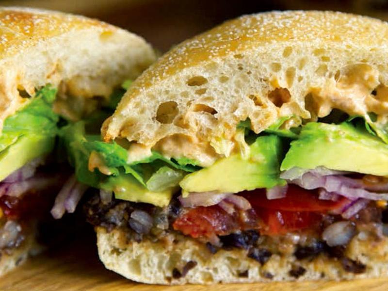 《暴徒廚房》純素椰香辣味黑豆墨西哥三明治