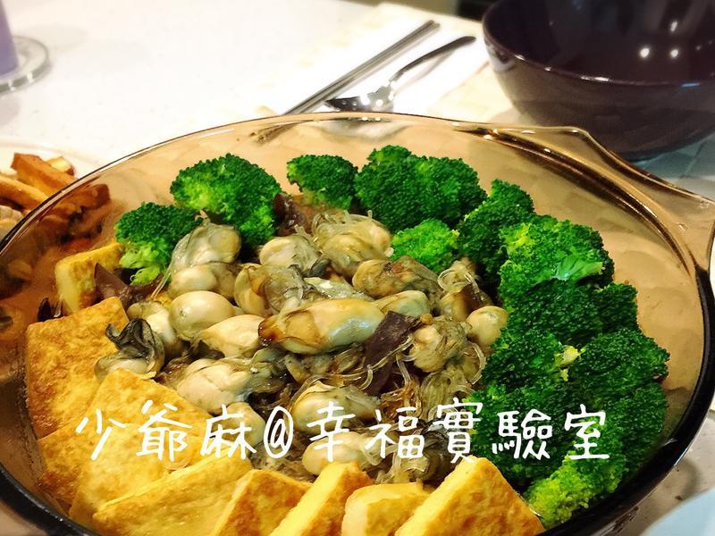 鮮蚵粉絲豆腐煲 (要小心不要把舌頭吞掉)