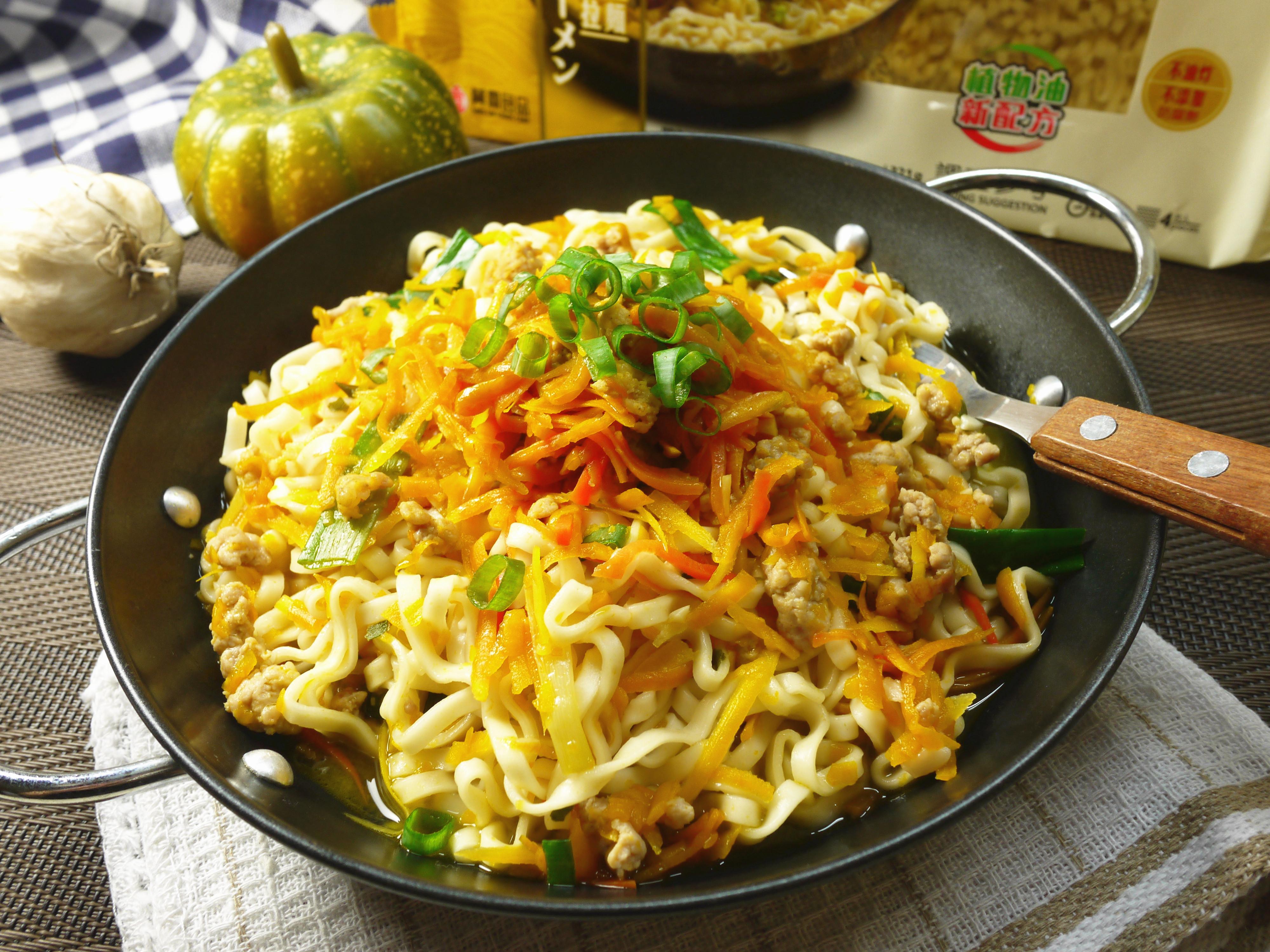 金瓜肉燥炒麵-五木拉麵