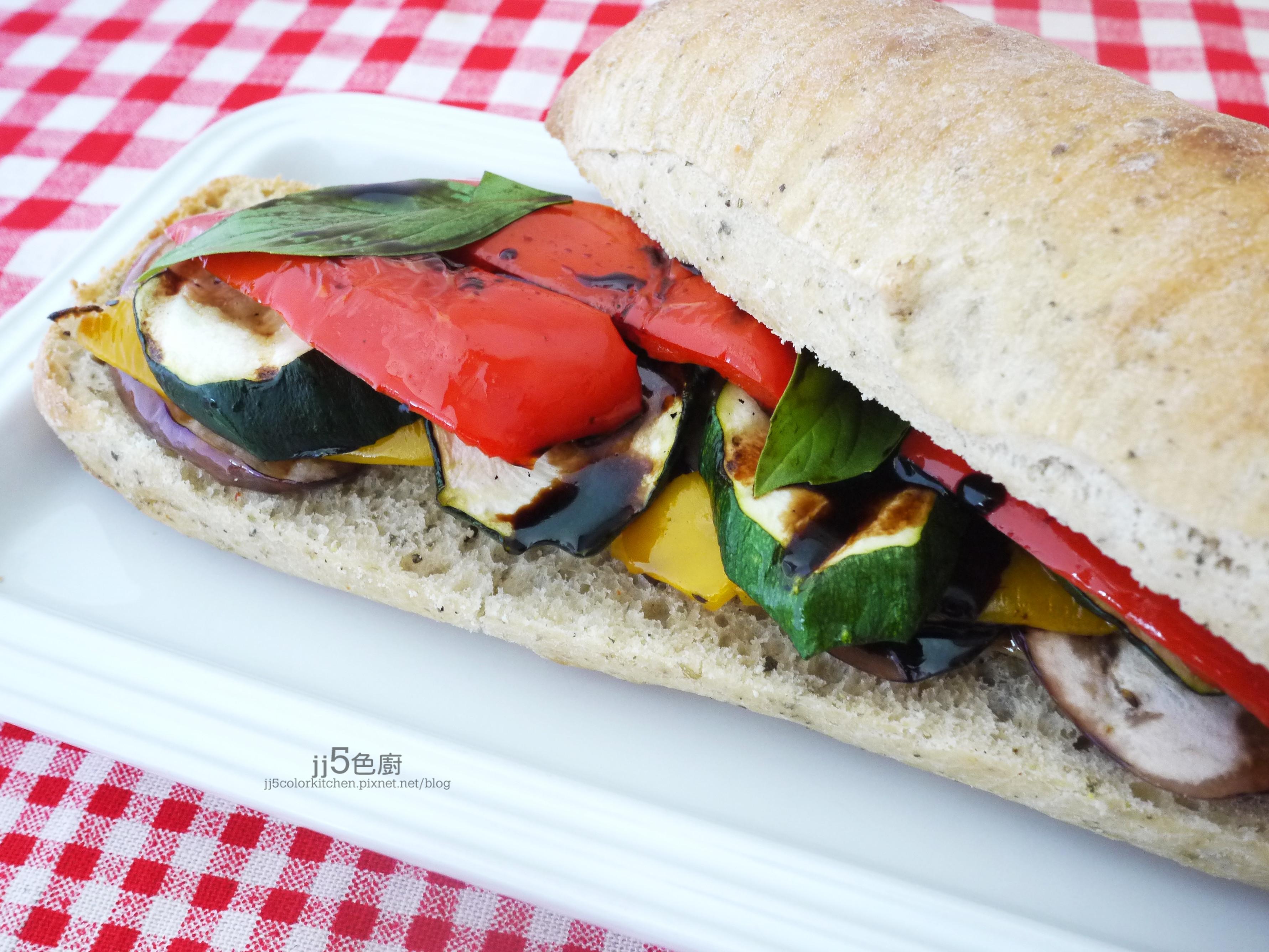 烤蔬菜巧巴達三明治