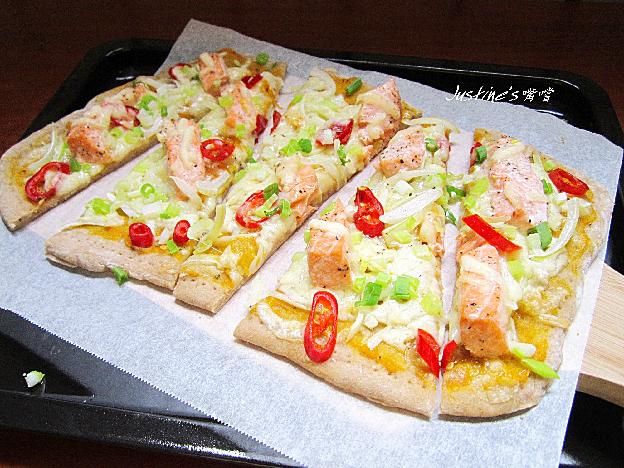 鮭魚香草南瓜醬薄脆披薩