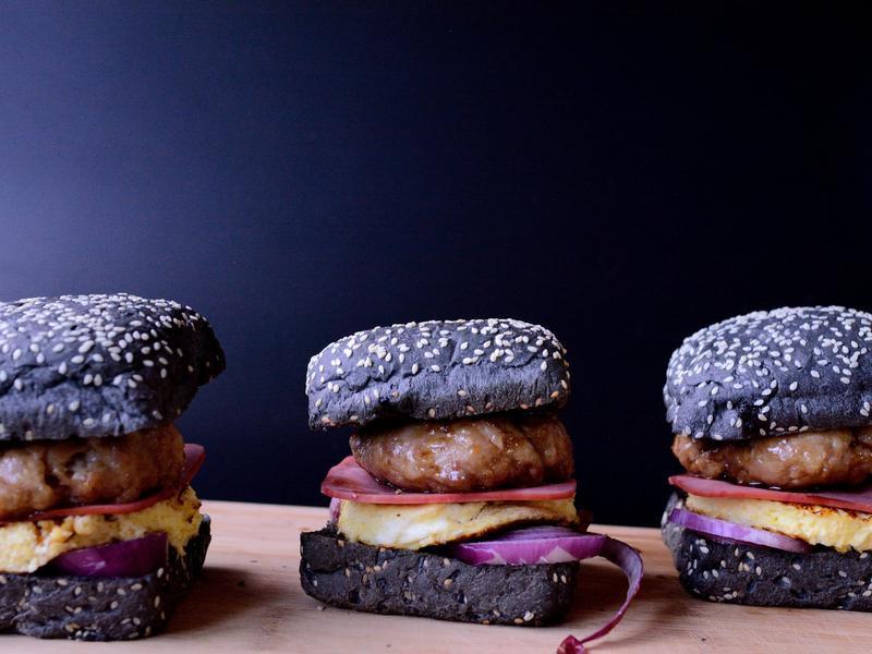 韓國歐巴吃美系黑漢堡