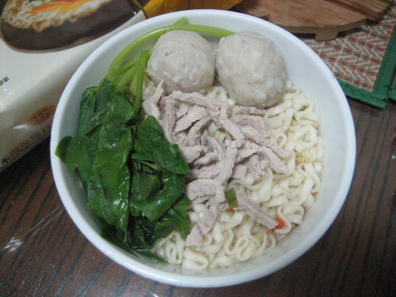 魚丸肉絲湯麵-五木拉麵