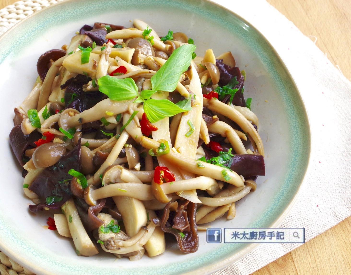 涼拌黑木耳菇菇