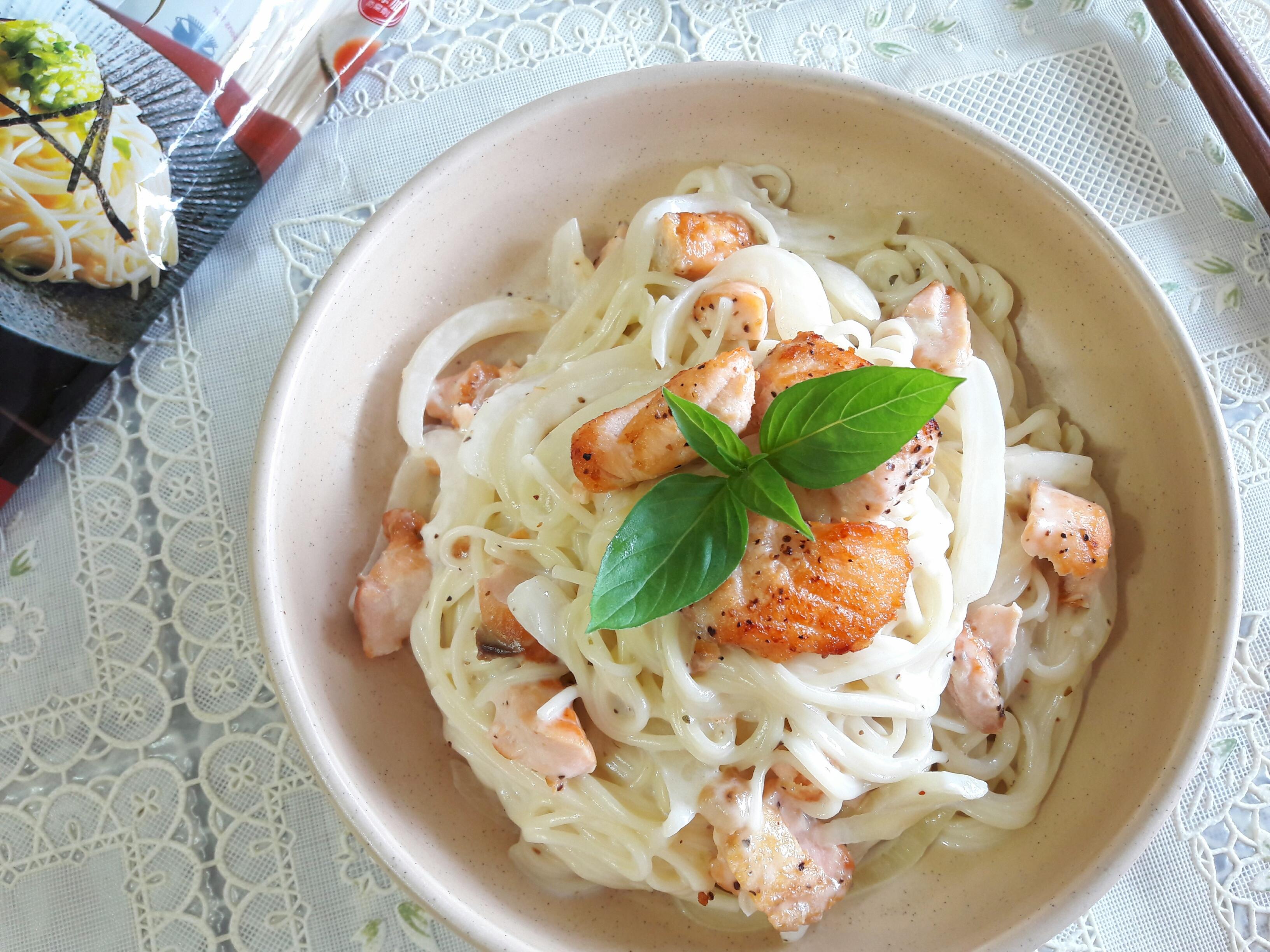 香煎鮭魚奶油麵-五木拉麵
