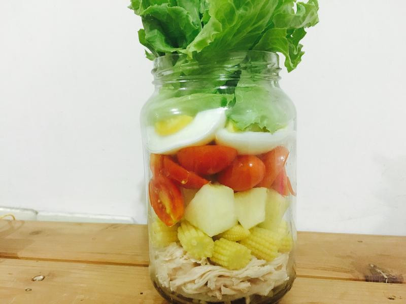 玻璃罐沙拉—田園油醋雞胸