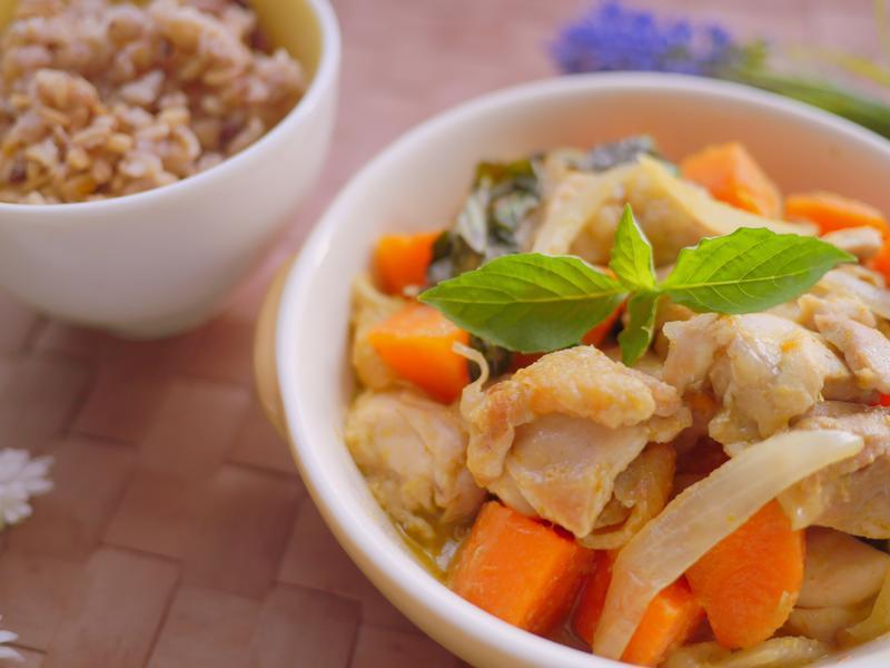 泰式綠咖哩椰汁雞五穀飯