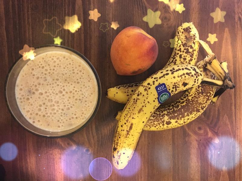 奇亞籽香蕉蜜桃奶昔