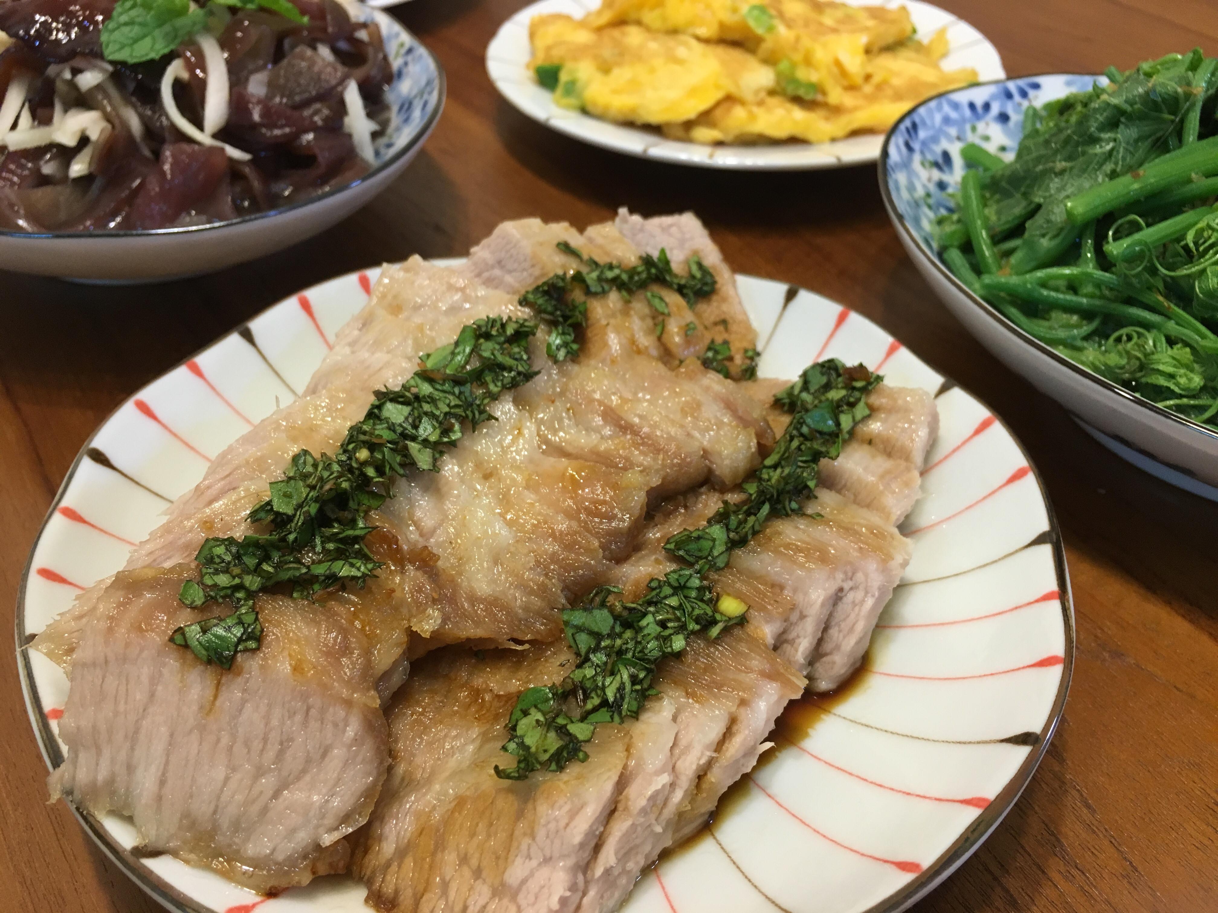 松阪豬佐九層塔醬汁(水波爐)