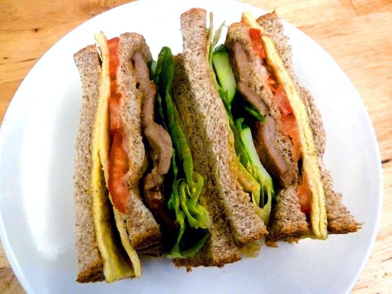 《永新沙拉》芝麻抹醬烤肉三明治