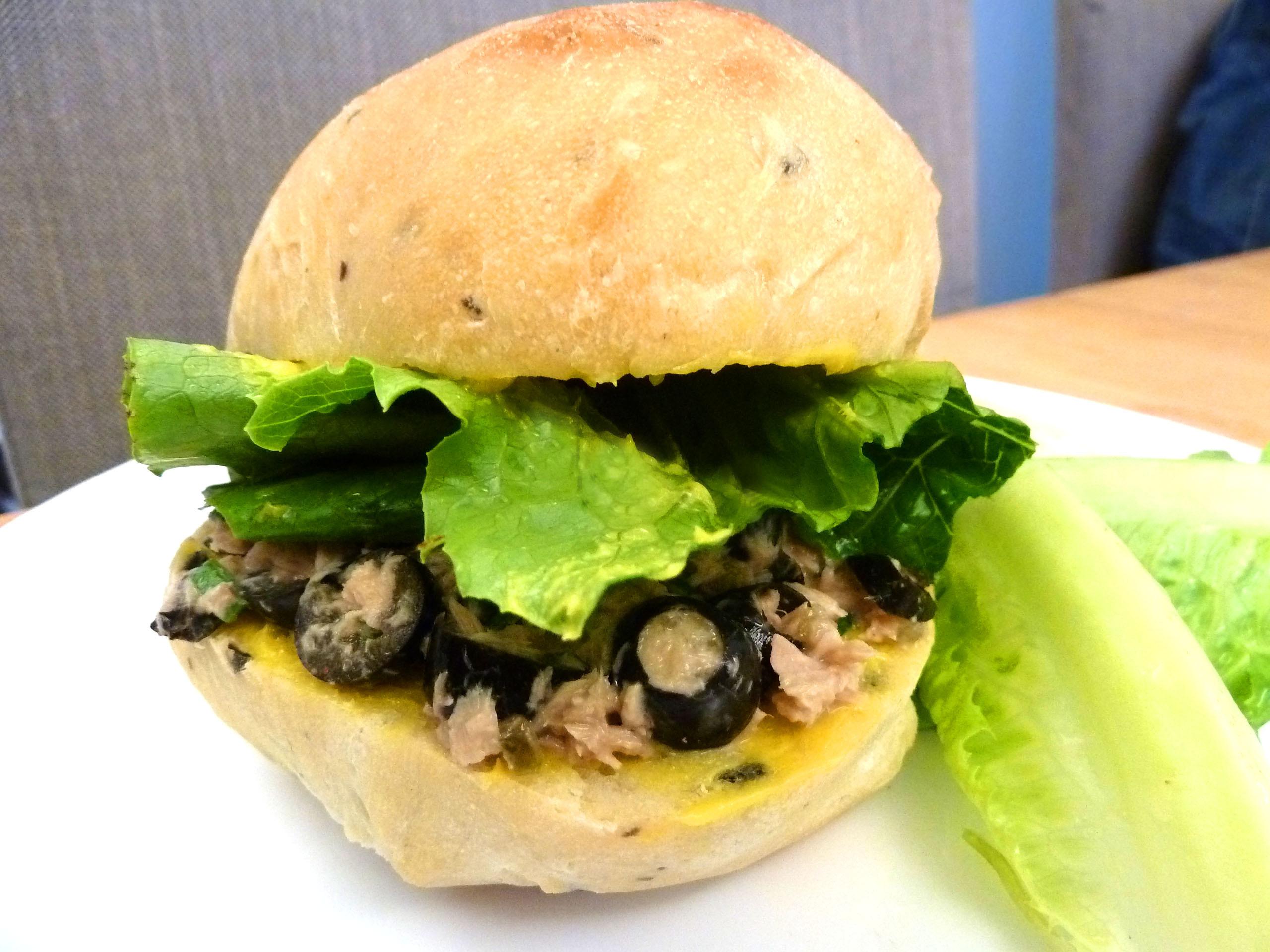 《永新沙拉》義式黑橄欖拖鞋三明治