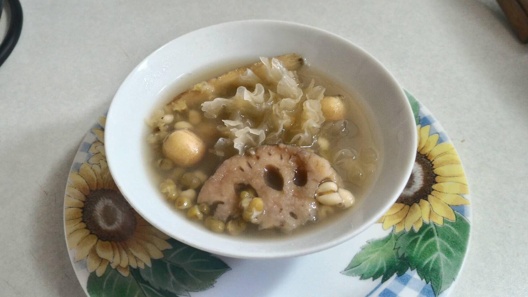夏季養生甜品~蓮藕綠豆薏仁湯