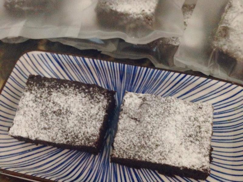 不失敗甜點!酥鬆口感的濃郁布朗尼蛋糕
