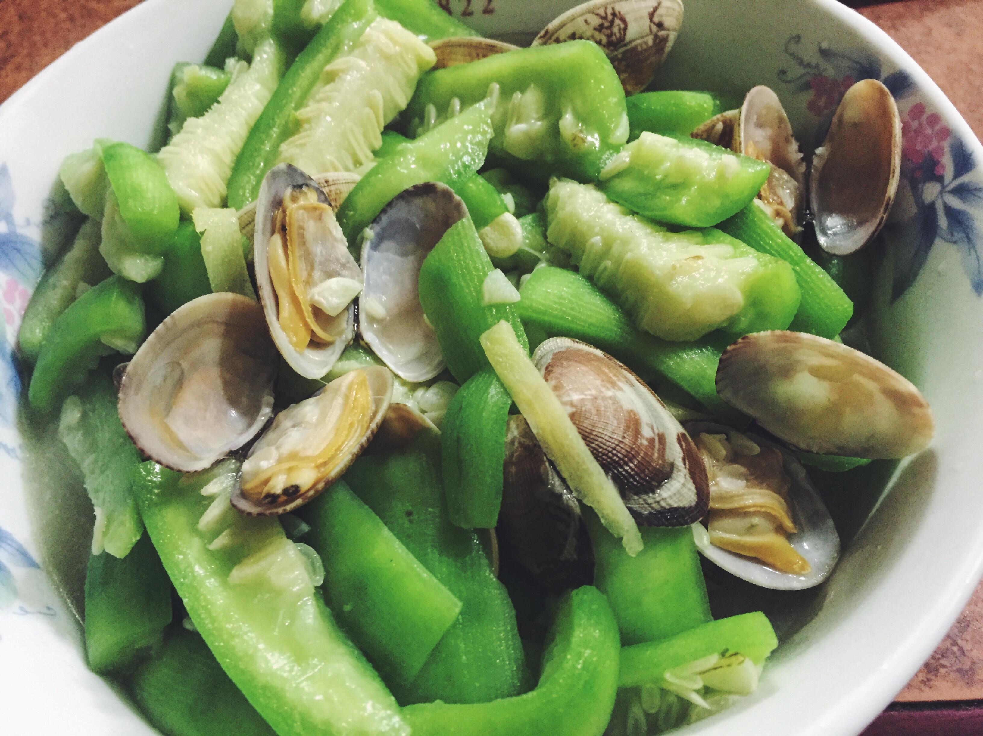 媽媽的家常菜。蛤蜊絲瓜