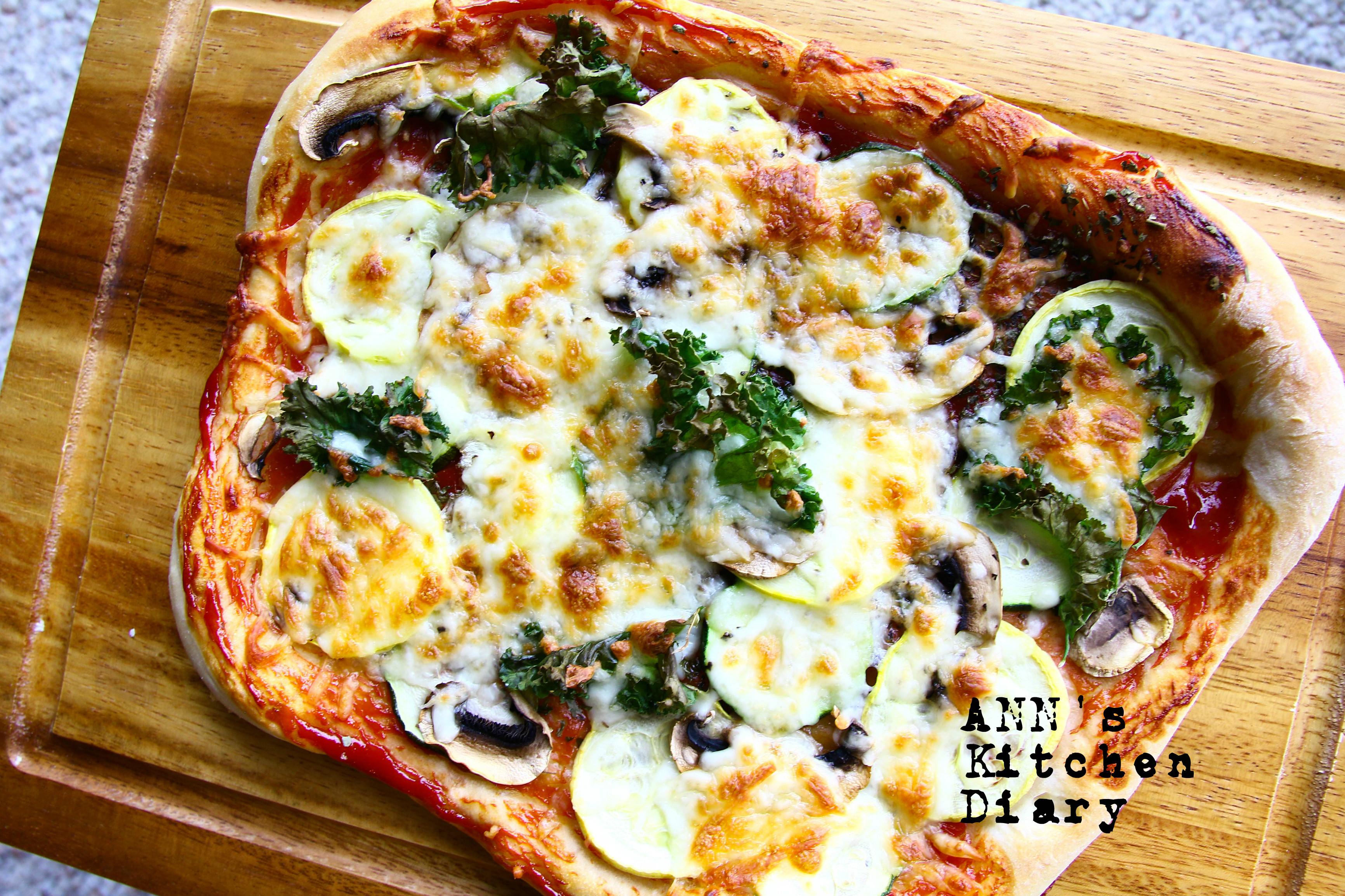 櫛瓜蘑菇羽衣甘藍披薩
