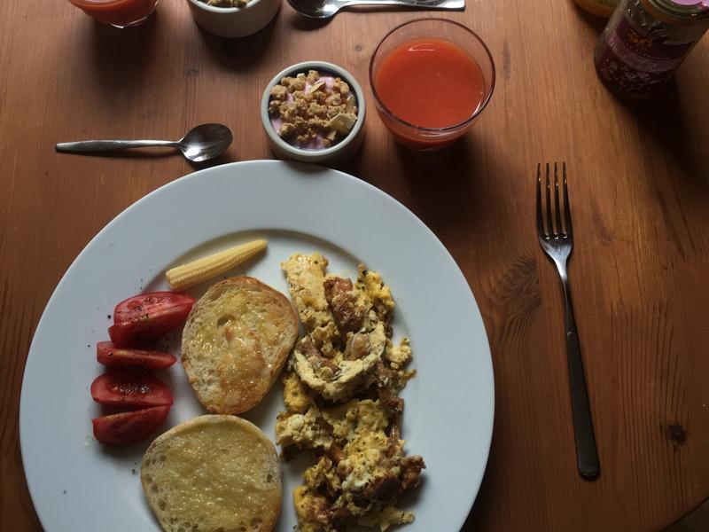 雞油菇炒蛋早餐