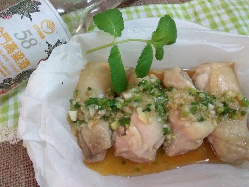 微波料理酒香紙包油葱雞─58度金門高粱酒